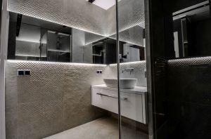 Oryginalny apartament na wielu poziomach - łazienka na antresoli. Projekt i zdjęcia: Aleksandra Pałczak-Czajkowska