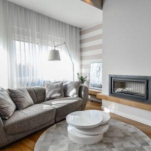 Oryginalny apartament na wielu poziomach - salon. Projekt: Aleksandra Pałczak-Czajkowska. Fot. Bartosz Gebalski