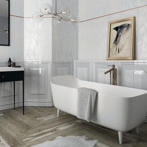 Kolekcja Chevron White w ponadczasowej błyszczącej bieli: uzupełnieniem dla bazowych płytek i dekoracji ściennych (29,8x89,8 cm) są cokoły (8x29,8 cm) i kształtki (4,8x29,8 cm). Płytki dostępne w ofercie firmy Ceramika Paradyż. Cena: 135,30 zł/m². Fot. Ceramika Paradyż