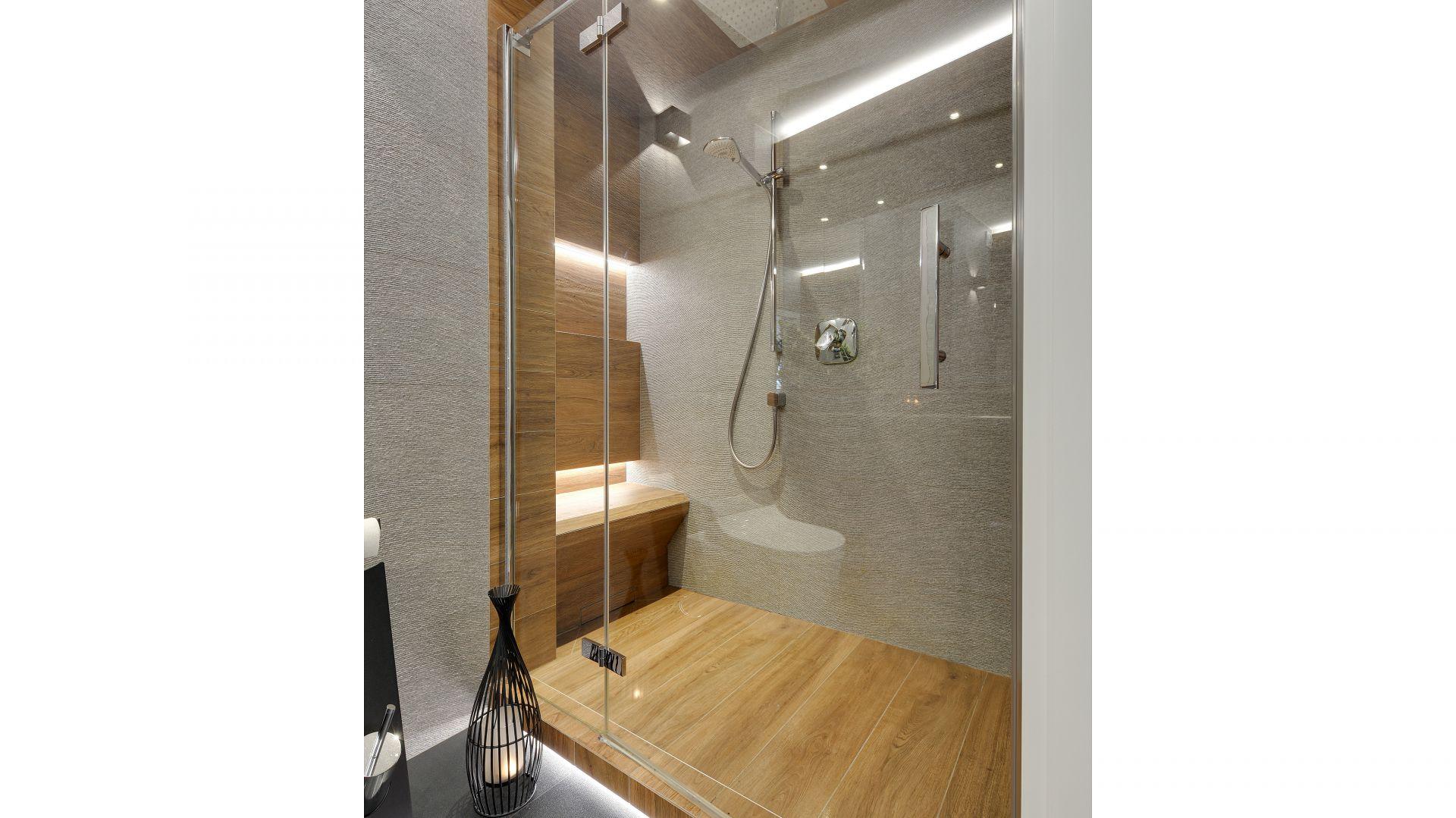 Łazienka z prysznice. Projekt: Małgorzata Mataniak-Pakuła. Fot. Radosław Sobik