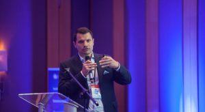 Marek Przybył prezes, największego w Polsce sklepu online z wyposażeniem łazienek Lazienkaplus.pl SA zauważył, że klienci poszukując informacji o wyposażeniu łazienek w pierwszej kolejności korzystają Internetu. Jednak finalizacja zakupów odb