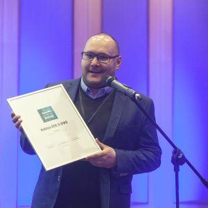 W kategorii Kabiny prysznicowe wyróżnienie przyznano kabinie EOS II DWD marki Radaway. Nagrodę odebrał przedstawiciel marki, Maciej Cielma. Fot. Marek Misiurewicz