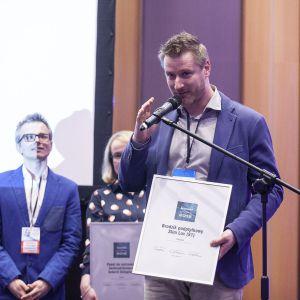 Wyróżnienie w kategorii Brodziki dla brodzika podpłytkowego Slim Luv (S1) firmy Schedpol odebrał Piotr Fuhrman. Fot. Marek Misiurewicz