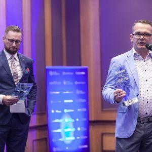 W kategorii Grzejniki i Akcesoria przyznano dwie nagrody główne. Nagrodę dla grzejnika i suszarki na ręczniki Vola T39W i T39EL marki Mirad odebrał Radosław Sychowiec. Fot. Marek Misiurewicz