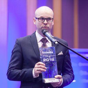 Tytuł Wybór Roku 2018 w kategorii Meble łazienkowe przypadł marce Emco za szafkę Asis Prestige. Statuetkę odebrał pan Mariusz Kołpak, dyrektor sprzedaży w Emco. Fot. Marek Misiurewicz