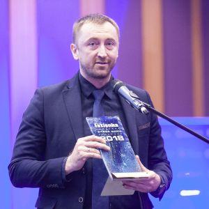 Zaprojektowana przez Cecilię Manz seria Luv marki Duravit zdobyła główną nagrodę w kategorii Całościowe aranżacje łazienek. Statuetkę odebrał Andrzej Romaniuk, przedstawiciel firmy Duravit. Fot. Marek Misiurewicz