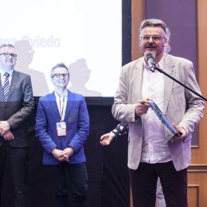 Nagrodę w kategorii Wanny dla wanny Oviedo marki Riho odebrał przedstawiciel marki, Wojciech Siejek. Fot. Marek Misiurewicz