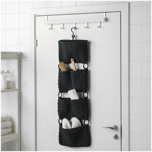 Wykonane ręcznie kieszenie Nordrana do zawieszania nad górną krawędzia drzwi zamienią niewykorzystana przestrzeń w idealne miejsce na przechowywanie przedmiotów. Dostępne w ofercie IKEA. Cena: 64,99 zł. Fot. IKEA