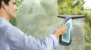 Mycie okien to czynność, która wymaga nie tylko czasu, ale także odpowiedniej techniki - żeby nie pozostawić smug ani zacieków, trzeba się porządnie napracować. Dlatego warto sięgnąć po urządzenia, które mogą nam ułatwić to zadanie.