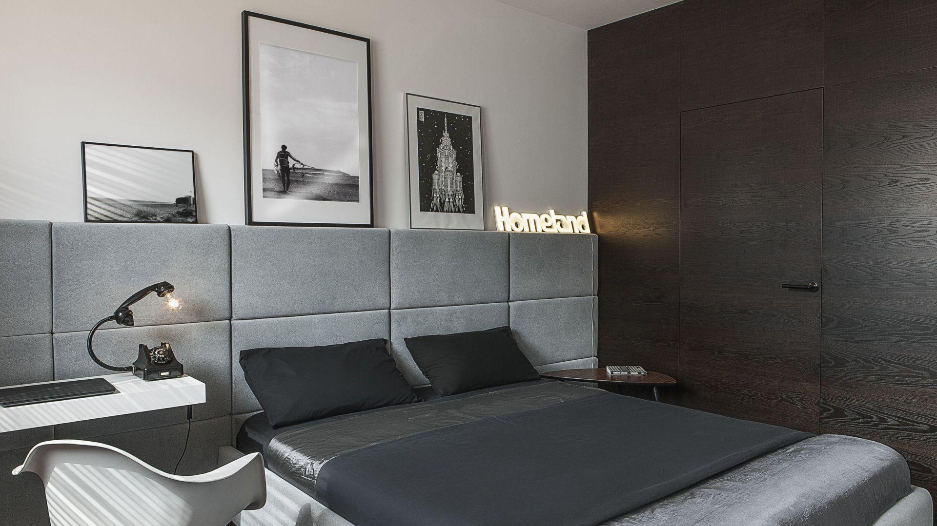 Mała sypialnia. Projekt: MAFgroup. Fot. Emi Karpowicz