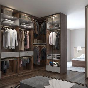 Garderoba z drzwiami uchylnymi. Fot. Komandor