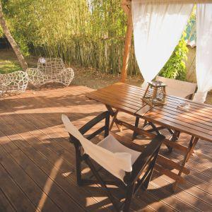 Przygotowanie drewnianych mebli ogrodowych do sezonu wiosennego. Fot. Drewnohron