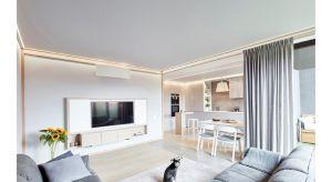 Dla właścicieli mieszkania ważne było, aby przestrzeń tworzyła harmonijną pod względem kolorów i faktur całość. Chcieli uzyskać dużą, rodzinną strefę dzienną, w której będą mogli wspólnie spędzać czas i odpoczywać. Motywem przewod