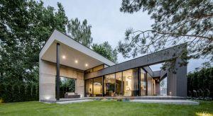 """FIL House w Konstancinie-Jeziornie pod Warszawą to znakomity przykład kreacji """"uszytej na miarę"""" oczekiwań przyszłych mieszkańców. Projekt dowodzi też, że współpraca pomiędzy inwestorem a architektem może przynosić nadzwyczaj pozytywne r"""