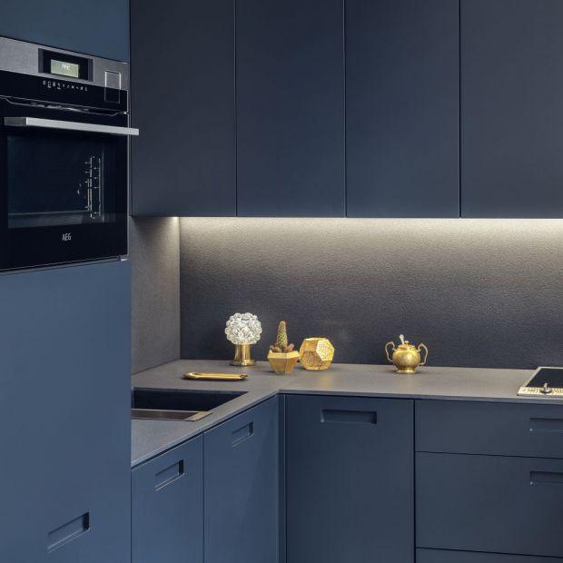 Meble do kuchni - kompaktowy zestaw w ciemnym kolorze