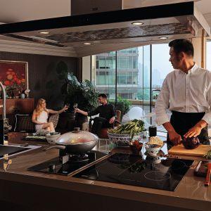 Ze sprzętami z kolekcji Crystal marki Franke stworzymy piękną przestrzeń, pełną energii i dobrego smaku, która zapewni idealny wygląd kuchni oraz optymalne warunki do przygotowywania posiłków. Cena: 1.899 zł/okap, 5.499 zł/piekarnik. Fot. Franke
