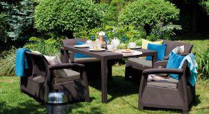 Czas spędzany w ogrodzie nadchodzi wielkimi krokami. Śniadania na świeżym powietrzu czy popołudniowe grillowanie nie obędzie się jednak bez komfortowych, ale też wytrzymałych mebli, które pozwolą elegancko zaaranżować zieloną przestrzeń.