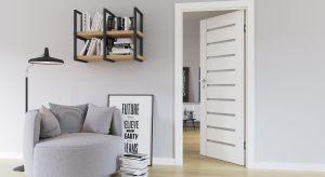 Każde wnętrze jest wyjątkowe i dopasowane do gustu oraz stylu życia domowników. Okazuje się jednak, że podejmując decyzję o zakupie drzwi wewnętrznych, Polacy często dokonują podobnych wyborów.