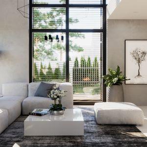Duże, dwukondygnacyjne przeszklenie w salonie to atrakcyjny element zaprojektowany specjalnie z myślą o miłośnikach antresol i dużych przestrzeni. Dom. HomeKONCEPT 49. Fot. HomeKONCEPT