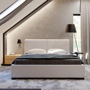 Poddasze to wydzielona strefa prywatna rodziny. Zaprojektowano tutaj obszerną sypialnię, połączoną z garderobą i łazienką, dzięki czemu powstał intymny, małżeński apartament. Dom HomeKONCEPT 49. Fot. HomeKONCEPT