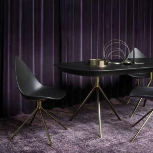 Meble do jadalni: kolekcja Ottawa elegancki mosiądz i wytworne czarne espresso. Fot. BoConcept