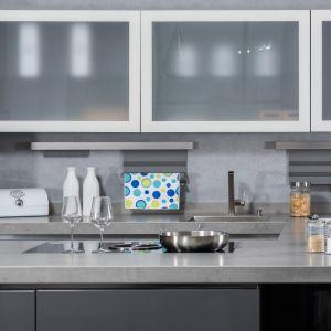 Krok 5. Kolorowy akcent w kuchni. Ściereczki Microfibre Colors z kolorowymi motywami. Fot. Vileda