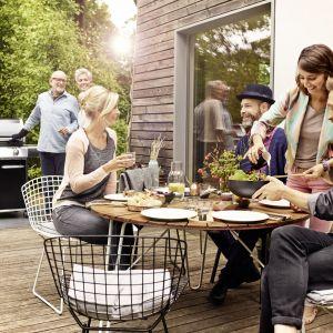 Wiosenne śniadanie w ogrodzie. Fot. Weber