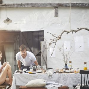 Wiosenne śniadanie w ogrodzie. Fot. IKEA