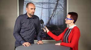 Grupa Projektowa HOLA, założona przez Monikę i Adama Bronikowskich, zdobyła Red Dot Award za Pasterską Chatę – dom położony nad Jeziorem Czorsztyńskim. Poprosiliśmy Adama Bronikowskiego, aby zdradził nam, jak się projektuje na miarę najbard
