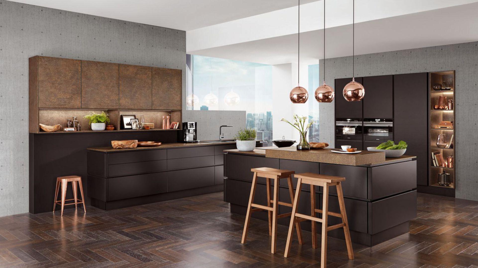 Kuchnia Touch 340 nowoczesny wygląd zawdzięcza frontów z charakterystyczną zacieraną fakturą. Wysokiej klasy laminaty wiernie odwzorowują kolor i fakturę naturalnych materiałów. Fot. Verle Küchen