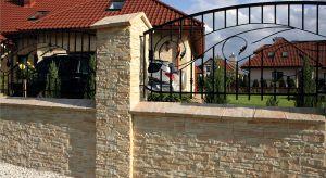 Rola ogrodzenia nie sprowadza się tylko i wyłącznie do funkcji czystoużytkowych.Nie należy zapominać także o kwestiach estetycznych. Styl wybranegoogrodzenia powinien współgra z wyglądem otoczenia i elewacją domu.