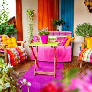 Wiosenny ogród na balkonie - renowacja mebli. Fot. Fotolia