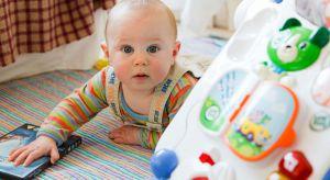 Podczas pierwszych lat życia naszego malucha powinnyśmy zadbać o czystość przedmiotów, które dzieci mają zwyczaj gryźć.