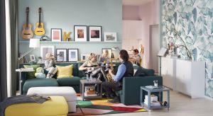 Mały salon można urządzić modnie. Modułowe meble, praktyczne zabudowy i sprytne rozwiązania pozwolą komfortowo zaaranżować nawet niewielki metraż.