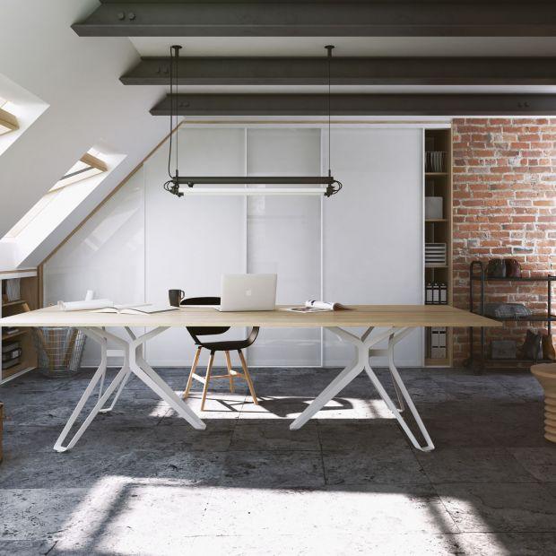 Adaptacja poddasza - pomysł na domowe biuro