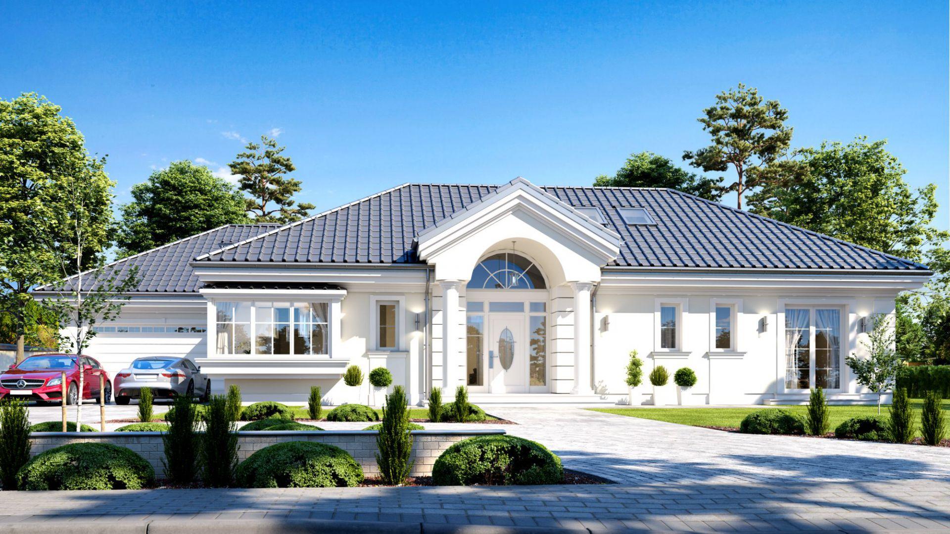 Dom jest duży (o powierzchni 207 m2), parterowy, z dodatkowym strychem – poddaszem, które może pozostać pustą przestrzenią nad parterem, ale też może pełnić rolę poddasza użytkowego. Dom Willa Parkowa 6. Projekt: arch. Michał Gąsiorowski. Fot. MG Projekt