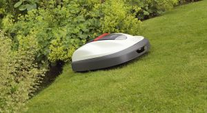 Z każdego ogrodu i trawnika, tego dopiero zakładanego oraz już istniejącego, można stworzyć inteligentny ogród, w którym koszenie trawy zostanie całkowicie powierzone robotowi koszącemu.