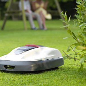 Koszenie trawnika przy użyciu robota koszącego Honda Miimo. Fot. Honda