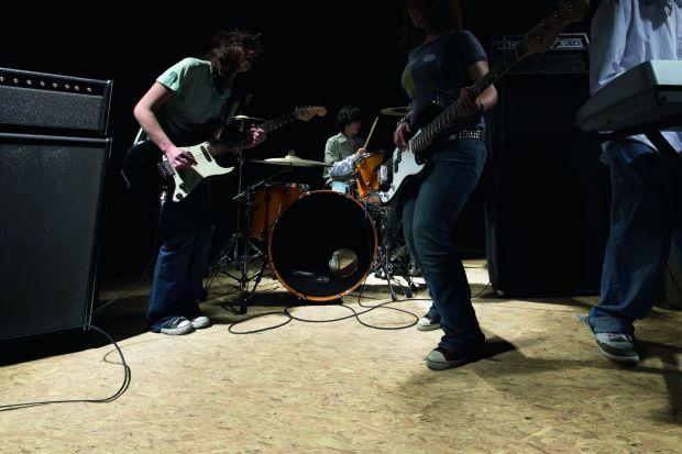 Panele laminowane – przebojowa podłoga z rockową nutą