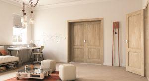 Niektóre elementy wyposażenia potrafią całkowicie odmienić panującą w domu aurę, przełamując ją kolorystyką, wzorem czy materiałem, z którego są wykonane.