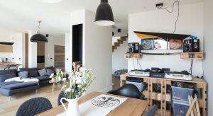 Prezentowane mieszkanie można byuznać za klasykę w kategorii wnętrz skandynawskich. Wykorzystano tu wiele elementów tej stylistyki. Maksimum wyrazu osiągnięto przy użyciu minimum środków.