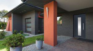 Bezpieczeństwo domowników i wysoka estetyka to dwa kluczowe wyznaczniki przy wyborze idealnych drzwi wejściowych.