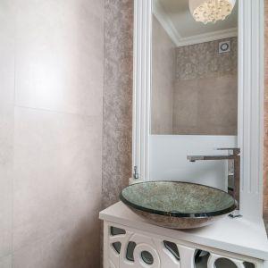 Toaleta na parterze. Projekt: Marta Sergiej. Fot. Wojciech Dziadosz