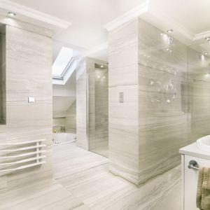 Komfortowa dwuosobowa strefa prysznicowa została zaprojektowana zgodnie z życzeniem klientów. Projekt: Marta Sergiej. Fot. Wojciech Dziadosz