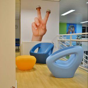 Fotel doskonale sprawdzi się w sezonie letnim przy hotelowej czy domowej strefie spa z basenem. Fot. BM Housing