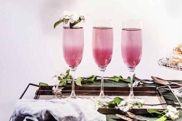 Prosecco to białe musujące wino pochodzi z Włoch i ma delikatny smak z lekką nutą owoców. Latem orzeźwia, zimą podczas przeróżnych uroczystości jest alternatywą dla szampana. Oto w czym serwować ten modny i lubiany trunek.