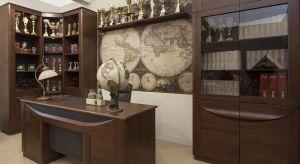W gabinecie najlepiej sprawdzają się gładkie podłogi i ściany w stonowanych kolorach, na przykład w różnych odcieniach beżu.
