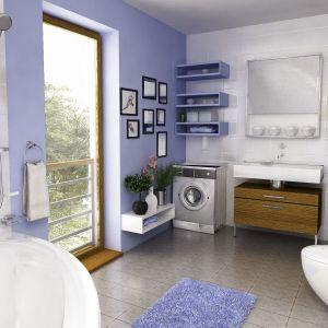 W łazience dominuje biel połączona z modnym odcieniem niebieskiego Dom Turkawka. Projekt: arch. Maja Klimowicz. Fot. Dom Dla Ciebie Pracownia Projektowa Archeco