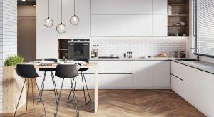 W kuchnizawsze wiele się dzieje, dlatego wymagania stawiane kuchennej podłodze są wysokie. Materiał wykończeniowy ma być nie tylko funkcjonalny, ale również oryginalny i estetyczny.