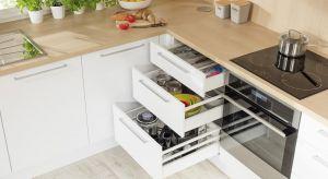 Dobry system szuflad, z odpowiednio dopasowanymi relingami, wkładami i matami antypoślizgowymi to najlepsza metoda na miejsce do przechowywania i porządek w kuchni.